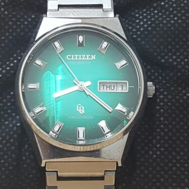 Pre Owned Citizen Green Cq Crystron With Diamond Cut Crystal
